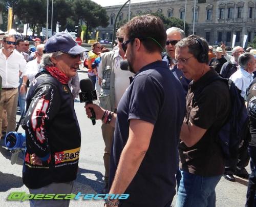 Canal Caza y Pesca entrevistando a Jesús Expósito -Manifestación en defensa de la pesca 05-06-16